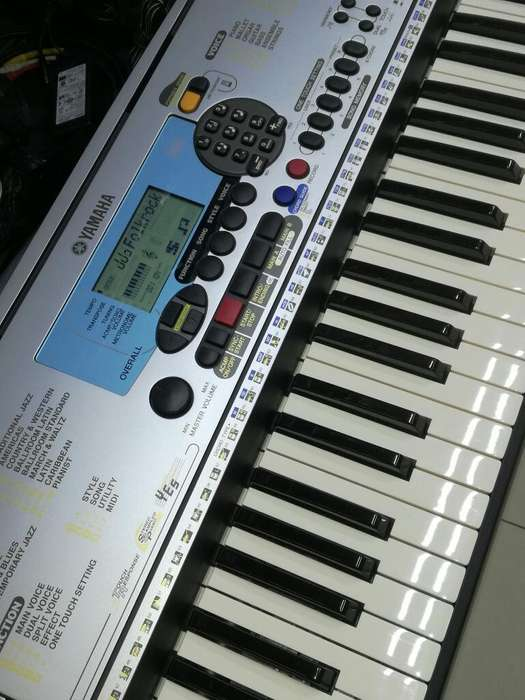 TECLADO ORGANO ELECTRONIC PIANO YAMAHA PSR 225 SEMI NUEVO ,PRECIO AL POR MAYOR