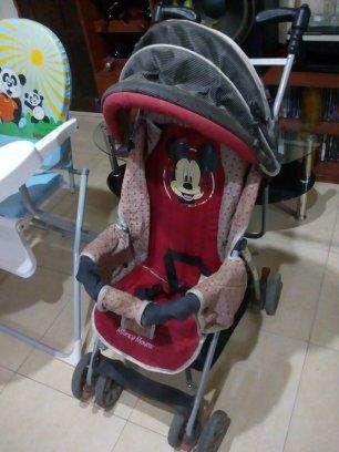 cochecito y sillas