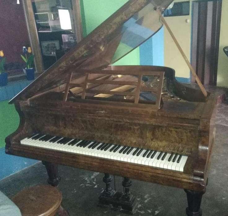 PIANO DE MEDIA COLA JULIUS BLÛNTHNER