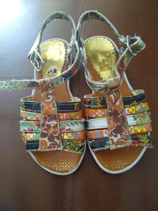 Se Venden Sandalias para Niña de 5 Años