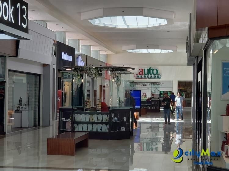 Alquilo local cerca de Automercado en Multiplaza Escazu  PAL-005-08-19