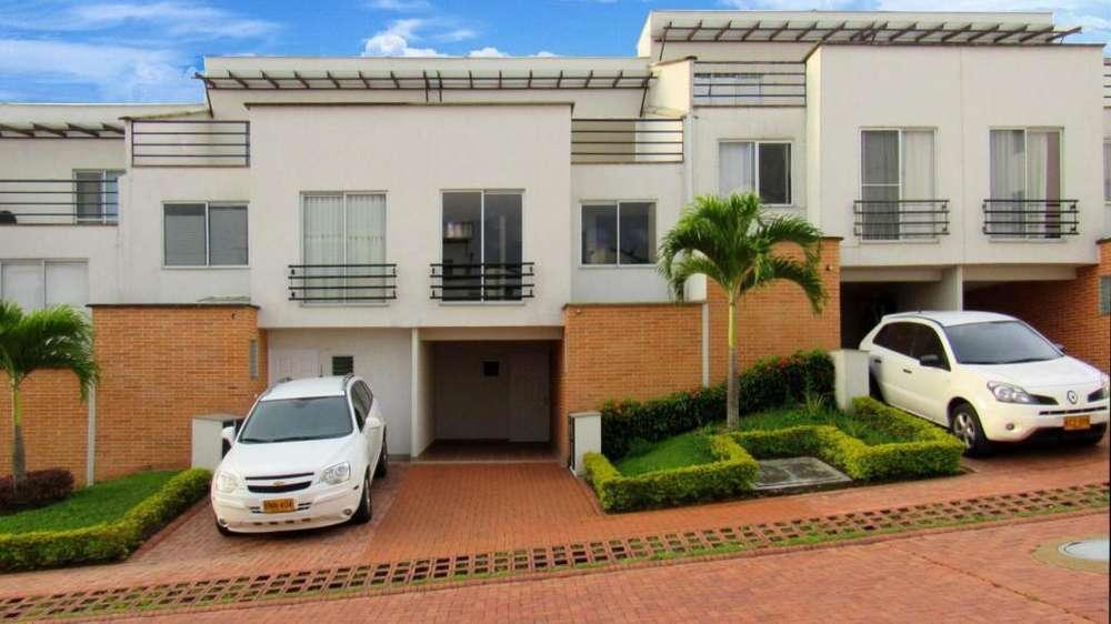 Extraordinaria casa con 2 parqueaderos en Rivera Campestre Conjunto Cerrado. Villa Olimpica. Pereira . Renta / Alquiler.