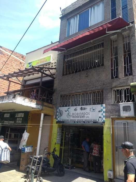 Edificio con Taberna en El Centro exelente ubicacion