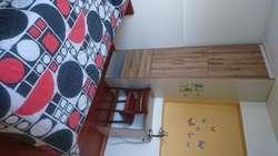 Cerca a la Universidad Central rento cómoda y acogedora habitación para señorita profesional o estudiante