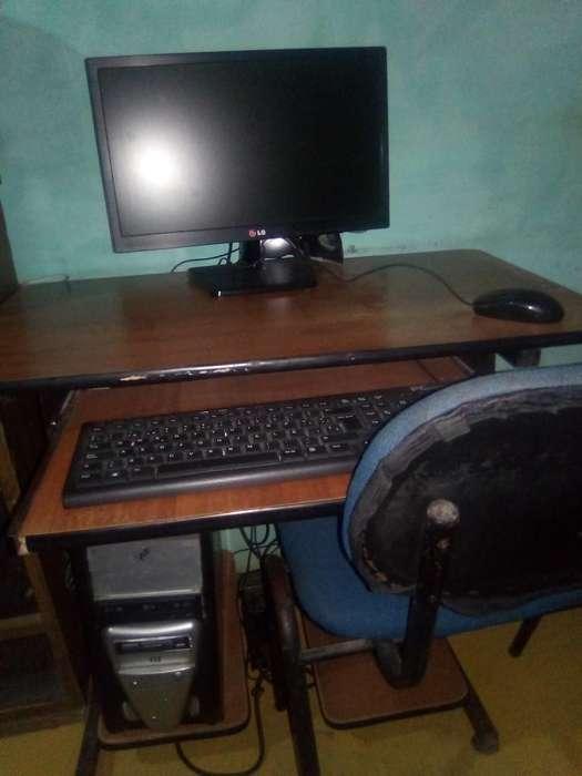 Computador Y Mesa