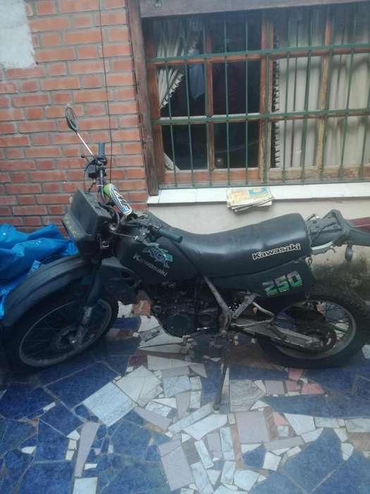 Vendo Kawasaki 250cc celular 3764735970 soy titular radicada en Pos
