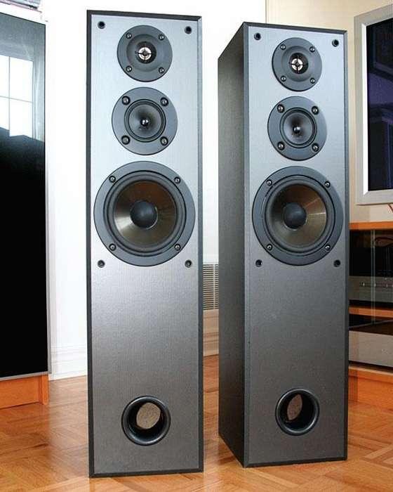 parlantes SONY de 3 vias 6 ohmios 150 vatios usado como nuevos