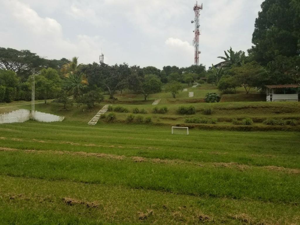 Se Vende Terreno en La Buitrera