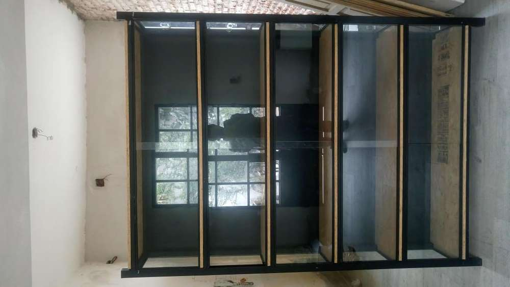 Estanteria vitrina exhibidora estilo industrial