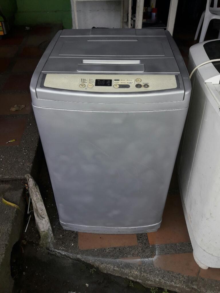 Lavadora Digital en Buen Estado