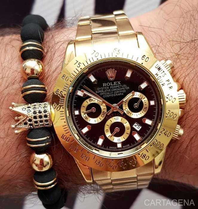 Reloj Rolex en dorado con el fondo negro para hombre
