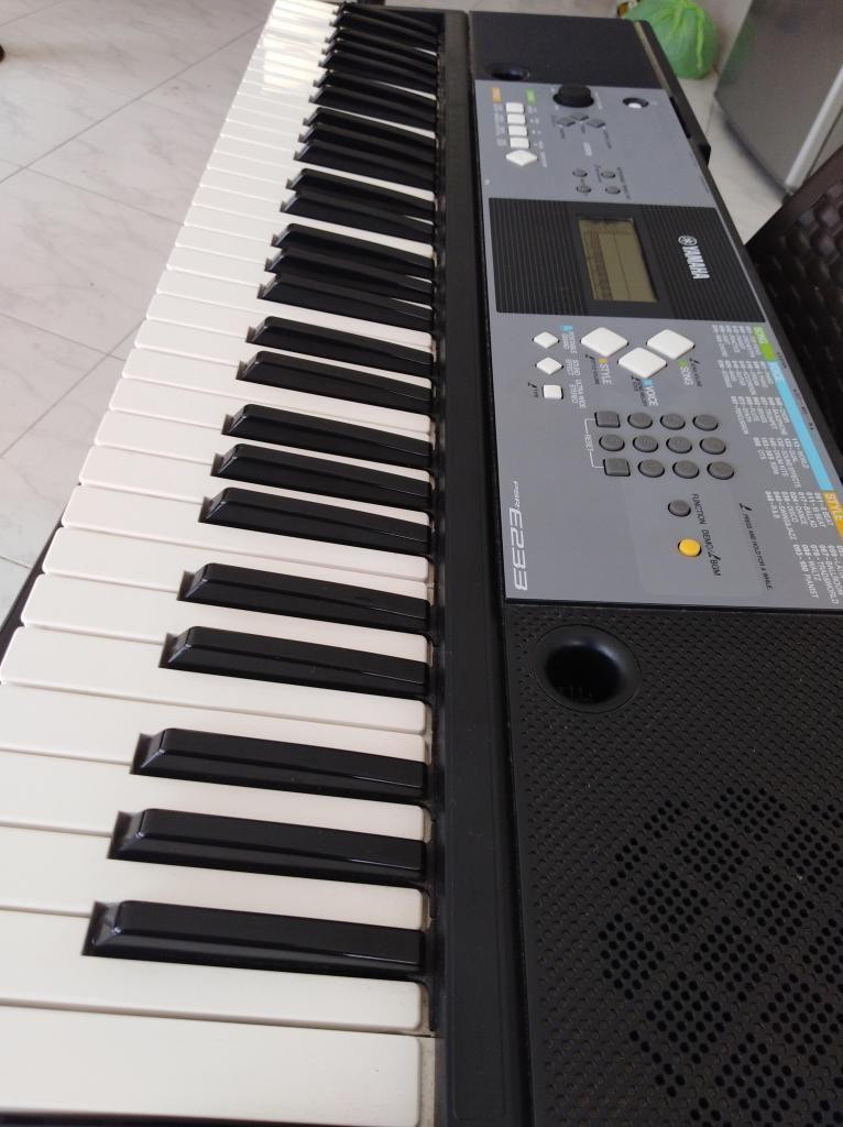 Organeta PSR E 233 semi usada