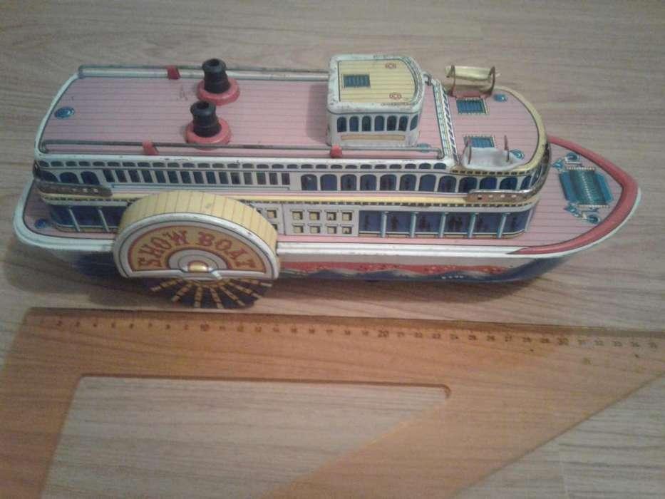 Barco de Ojalata SHOW BOAT TRADE MARK MODER TOYS a pila lot 3.