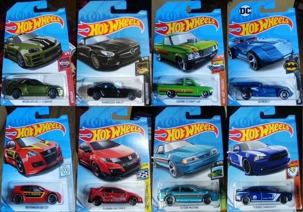 Lote de 8 Autos Hot Wheels en 20 Dólares