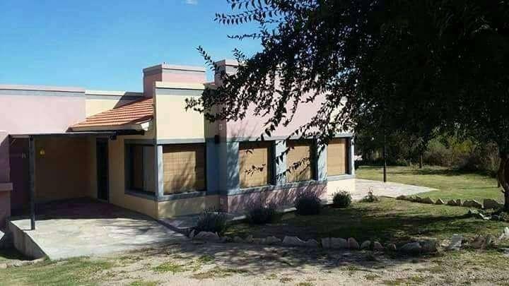 hq60 - Cabaña para 2 a 5 personas con pileta y cochera en Villa De Merlo