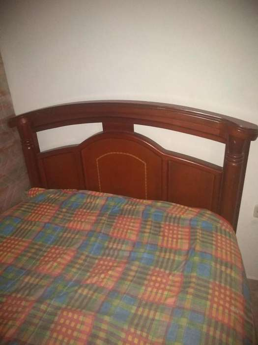 <strong>cama</strong> sencilla 2 mesas de noche