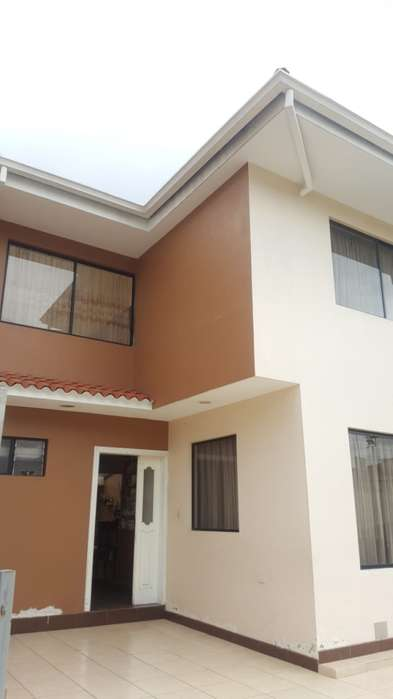 C497 Hermosa Casa Sector Totoracocha a 2 cuadras del Complejo
