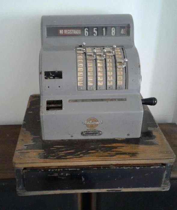 Registradora Antigua año 30 vendo o permuto