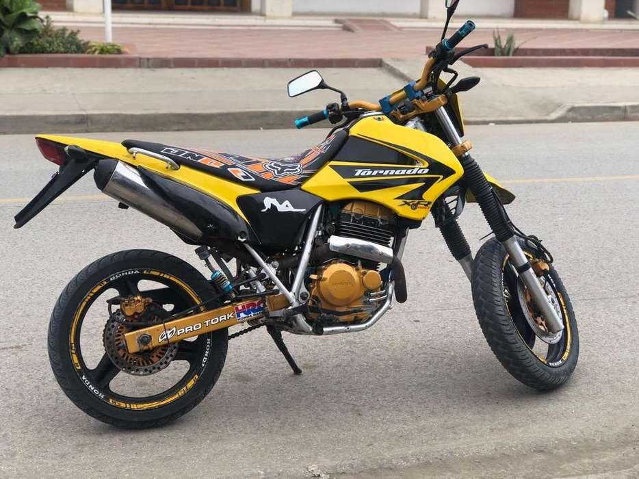 Vendo Moto <strong>honda</strong> Tornado 2004