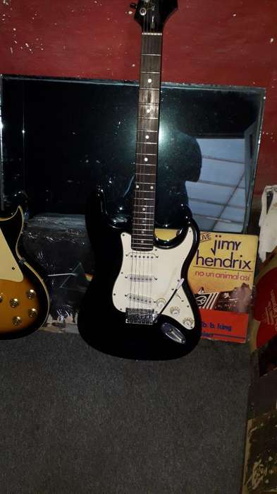 Guitarra Strato Kansas