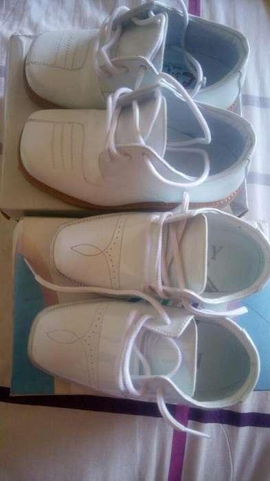 Zapatos Blancos Talla 21 Y 24 Un Sol Uso