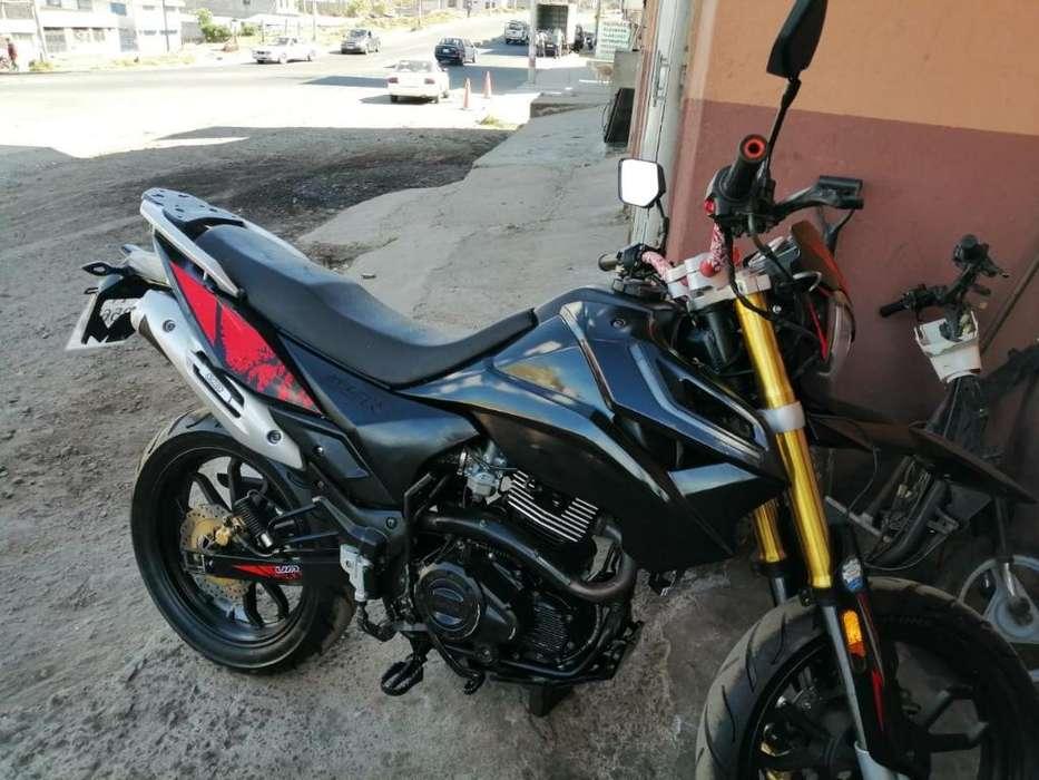 Vendo Moto Casi <strong>nueva</strong>