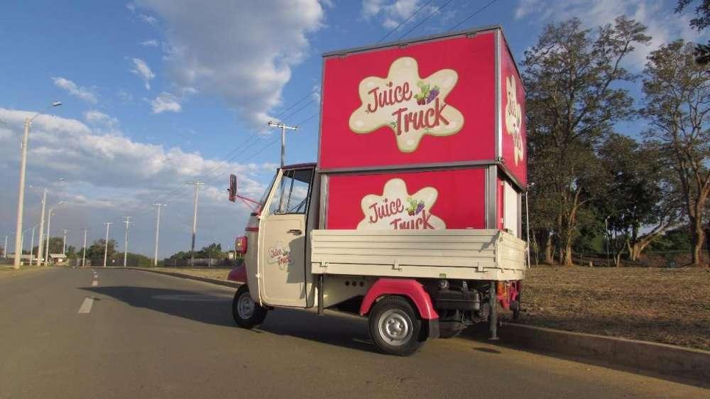 Remato Food truck, carro para venta de comida, motocarro Italiana marca Piaggio con 6000 km, panel solar.