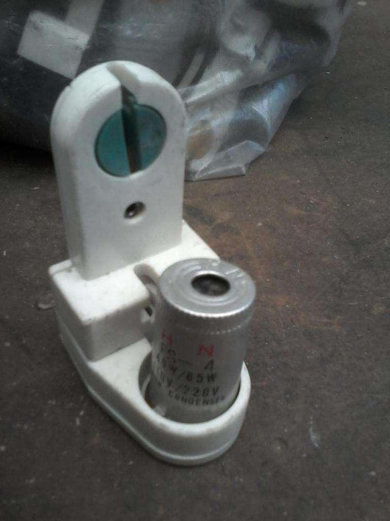 zocalos para tubos fluorescentes con porta arrancador