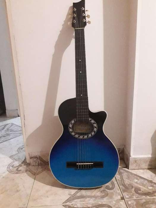 Guitarra Acústica en Perfecto Estado