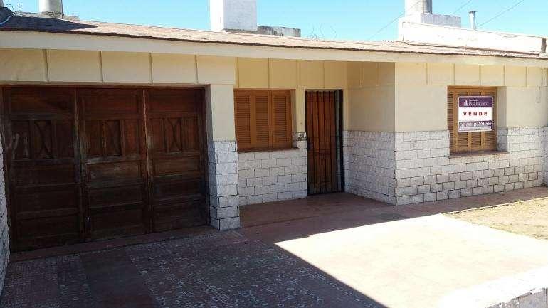 Casa en venta Barrio Los Naranjos 2 dor. a metros de Luis Agote
