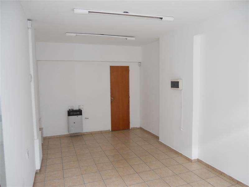 Centro  Local Comercial Nuevo Externo de 23 m2 Propios c/Vidriera a la Calle, Ubicado a mts. de Bv. Chacabuco