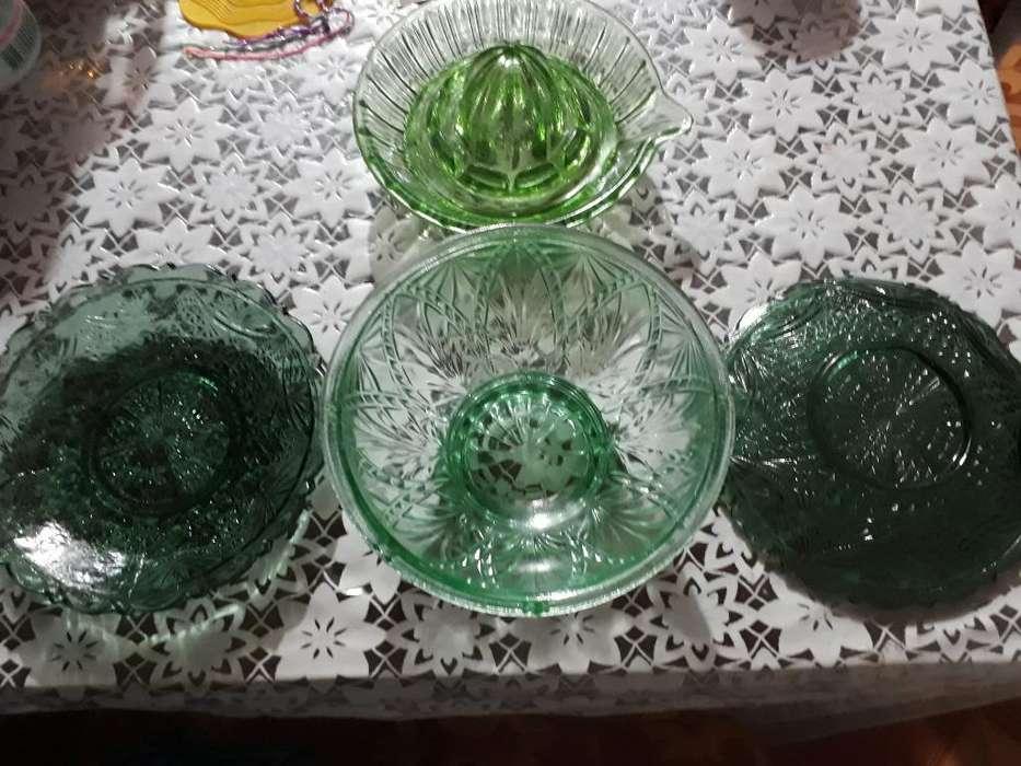 Antiguedades de Cristal Tallado Verde