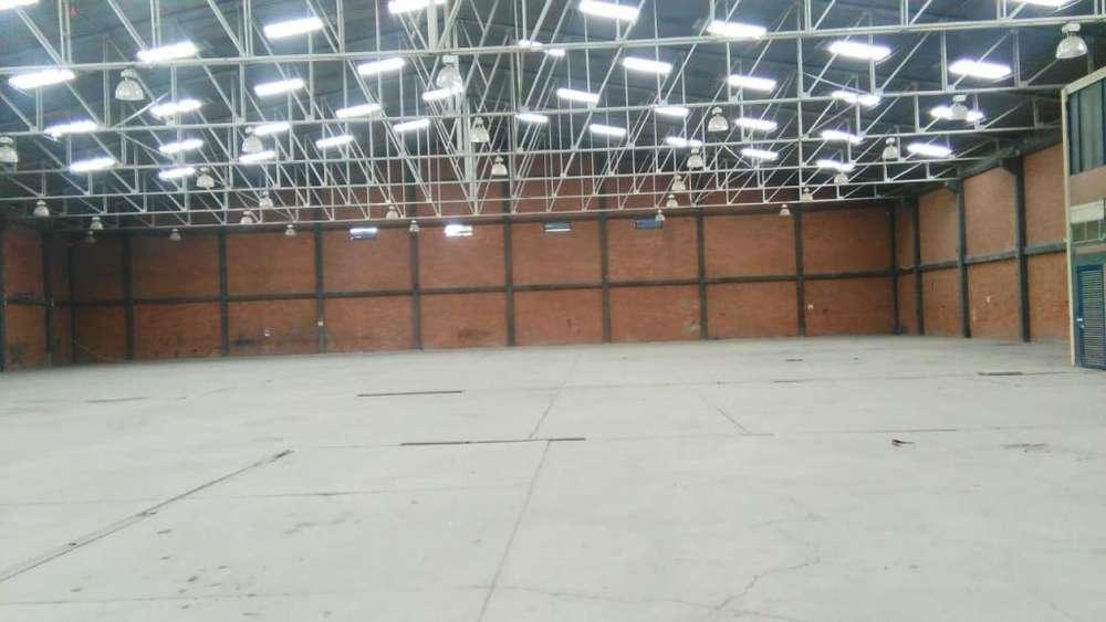 1-3811 BODEGA DENTRO DE PARQUE INDUSTRIAL ÁREA 3344 M2