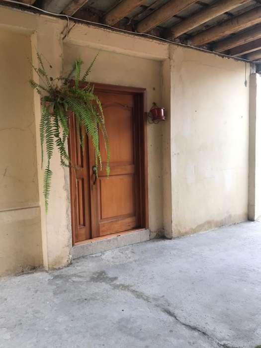 Casa en Venta, incluye amplio Terreno, por el Camino Viejo a Baños