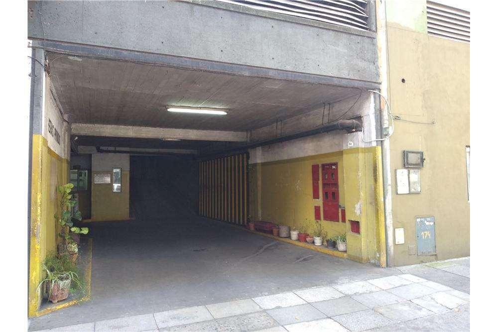 Venta 2 Cocheras en edificio garage en Flores