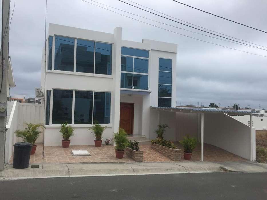 Venta de casa, Urbanización Altos de Manta Beach, Manta