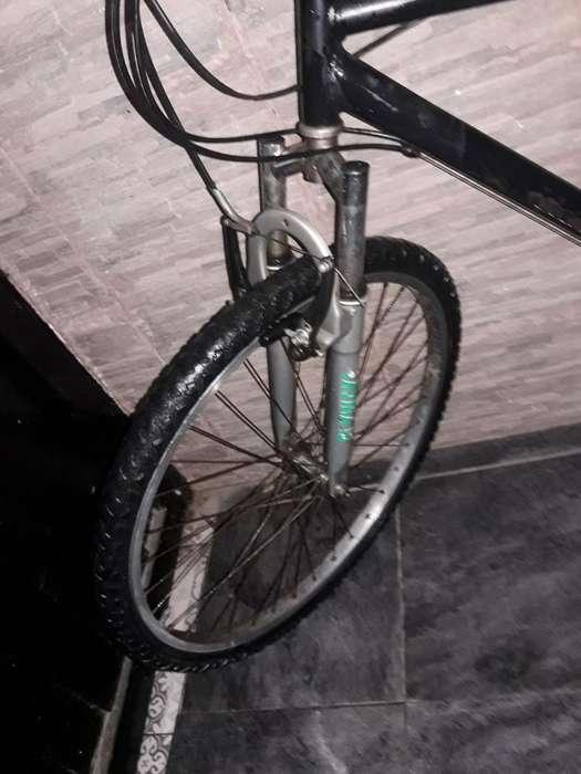 Vendo Bici Rodado 26 con Cambios