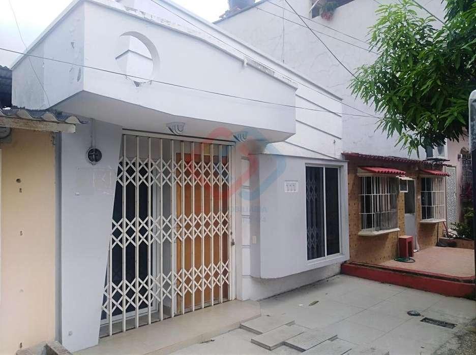 Cod# 134 Venta de Casa en Huancavilca Norte Cerca de Parque Samanes, Orquídeas, Mucho Lote, Florida, Norte de Guayaquil