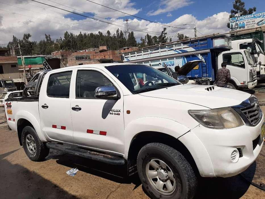 Toyota Hilux 2012 - 140 km