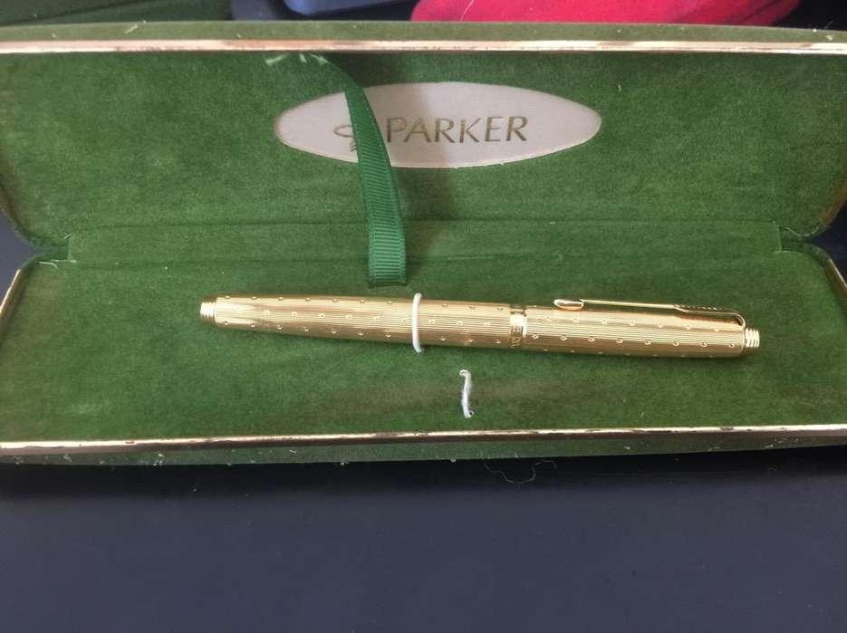 Pluma Parker en Oro