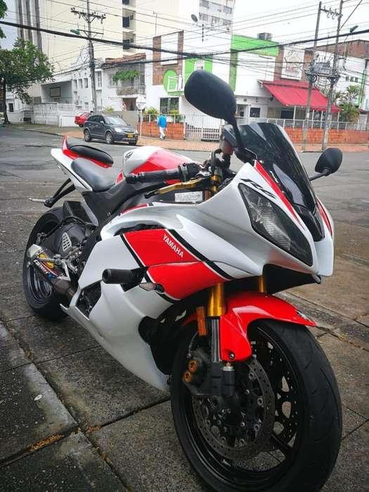 VENDO <strong>yamaha</strong> R6R MODELO 2009