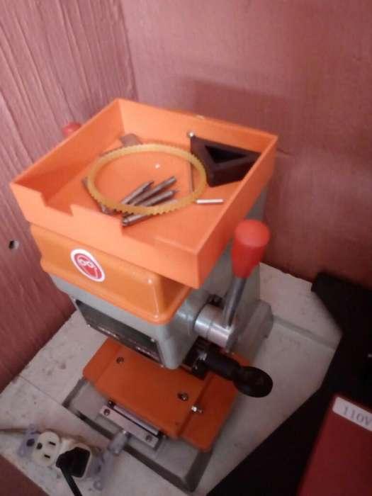 Vendo 2 Maquinas Copiadora de Llaves