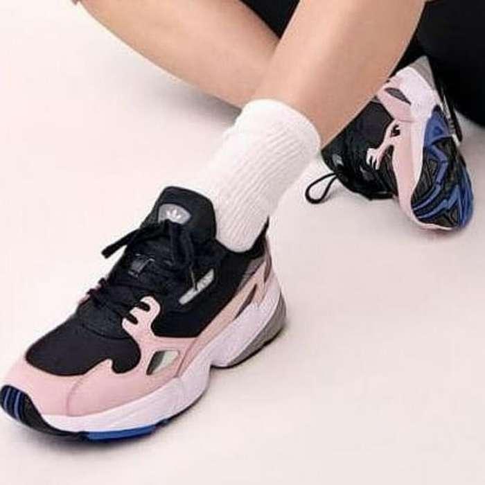 Zapatos Adidas Falcon Negros Rosados