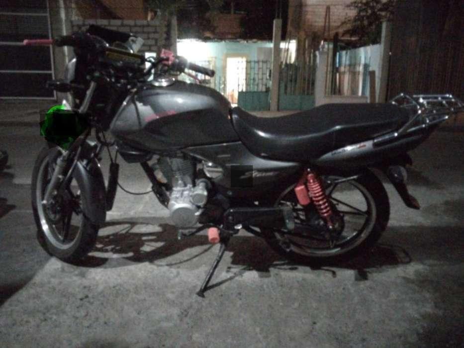 Moto <strong>honda</strong> Strom en Un Estado Y Al Dia