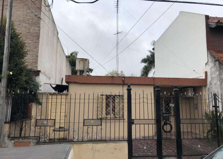 CALLE DERQUI VENDO CASA DE 3 DORMITORIOS