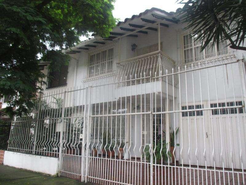 Casa En Venta En Cali Prados Del Norte Cod. VBUNI8742