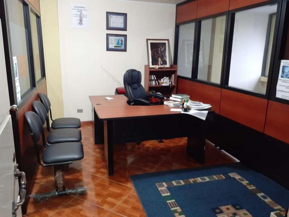 Vendo Oficina en Sector Comercial