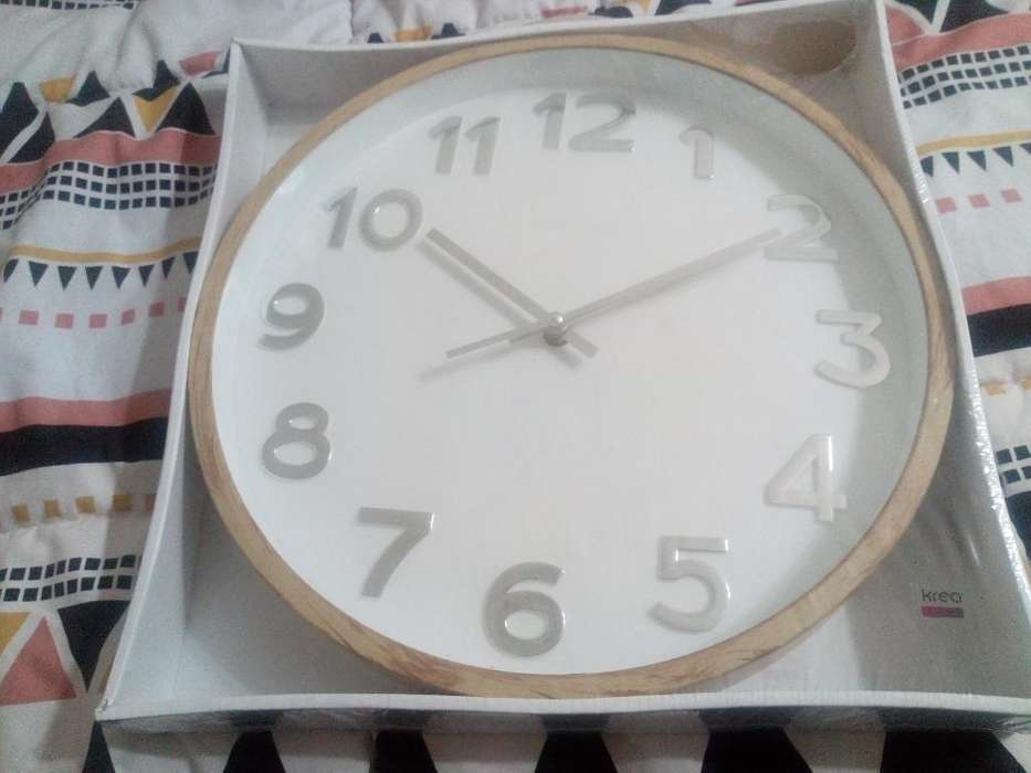 Reloj de Pared Nuevo de Falabella