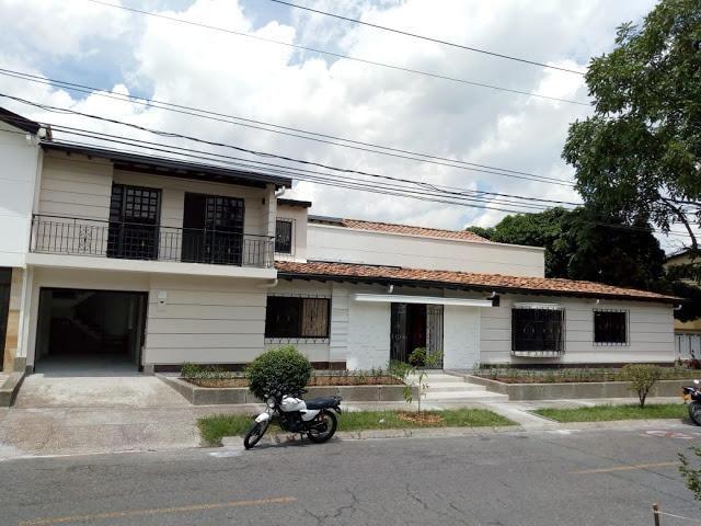 ARRIENDO DE CASA EN LOS COLORES NOROCCIDENTAL  MEDELLIN 692-3426