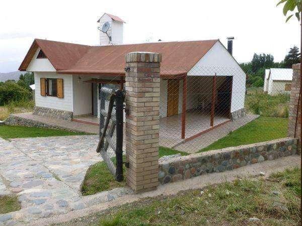 ce45 - Cabaña para 4 a 6 personas con pileta y cochera en Potrerillos
